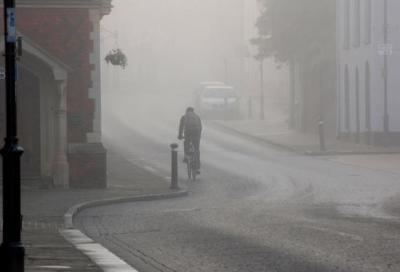 """Quanto """"costa"""" pedalare con la nebbia"""