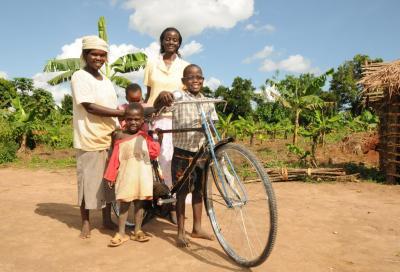 Luci in bici per donare bici in Africa