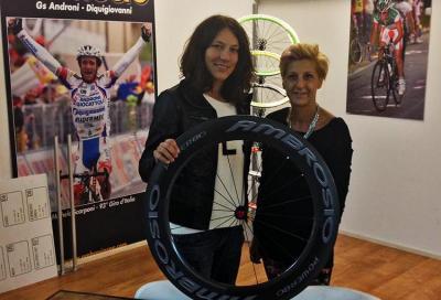 Charlotte Bonin firma con Ambrosio