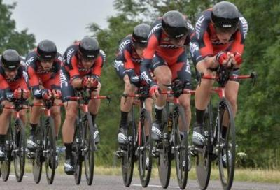 In Tour: a Plumelec la BMC vince di un soffio