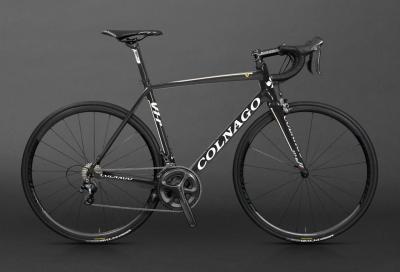 Il team Novo Nordisk con bici Colnago
