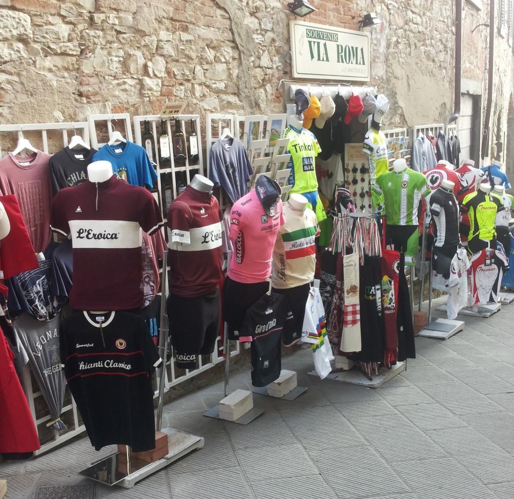 """colori armoniosi lucentezza adorabile nuovo stile e lusso Negozio abbigliamento ciclismo d'epoca """"Via Roma"""" Radda in ..."""