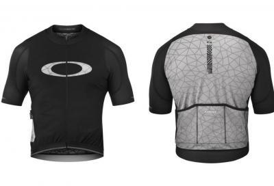 Oakley firma una nuova maglia al Graphene