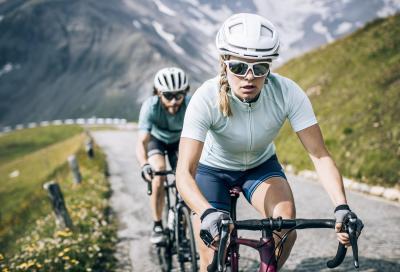 Il piacere di pedalare freschi e asciutti
