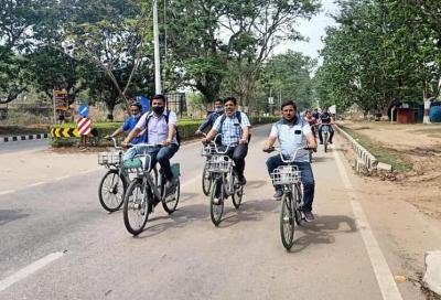 Di sabato in bicicletta, l'iniziativa della città indiana che guida il cambiamento sostenibile