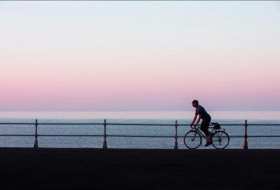 Viaggi dall'uscio di casa. Le incredibili foto delle pedalate di Roff Smith nell'epoca  della pandemia