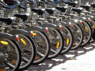 Una bicicletta elettrica al posto della vecchia auto. Legge shock in Francia