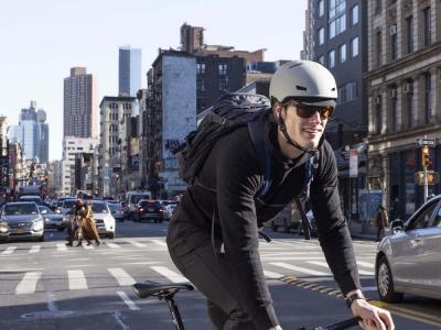 Primo casco da ciclismo urbano di Smith. Essenziale e più sicuro grazie al sistema MIPS