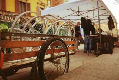 Le bici si riprendono piazza Aldrovandi a Bologna