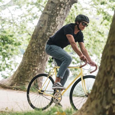 Un casco di sughero e bambù per ciclisti ancora più ecologici