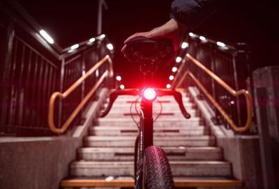 Luce e antifurto per bici: il nuovo fanalino smart di Vodafone