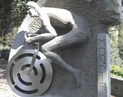 Fiesole, rubata la ruota al monumento al ciclista Franco Ballerini