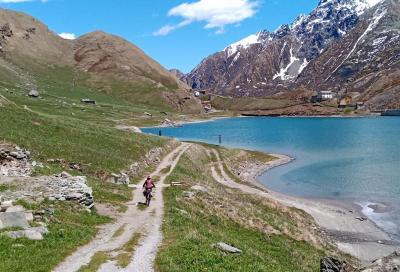 Salita in bici al Lago Malciaussia, al cospetto delle Alpi Graie