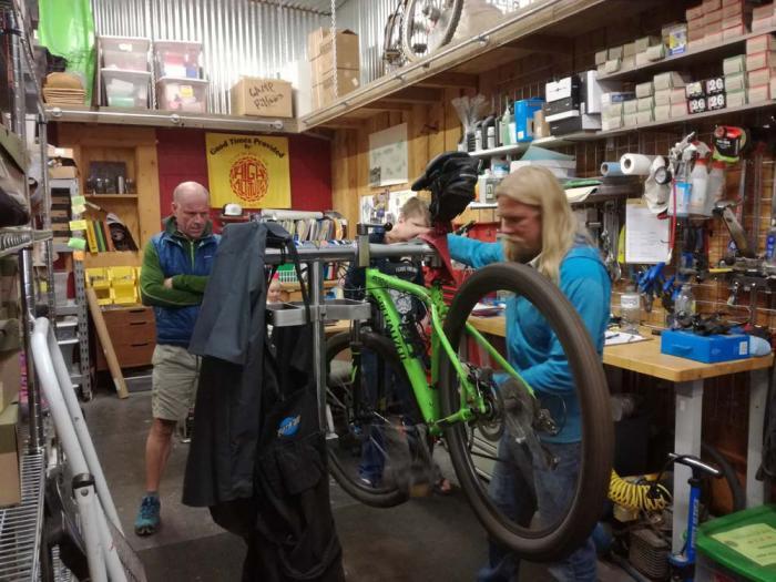 """Al simpatico e accogliente """"High Altitude"""" si possono noleggiare un paio di buone mountain bike."""